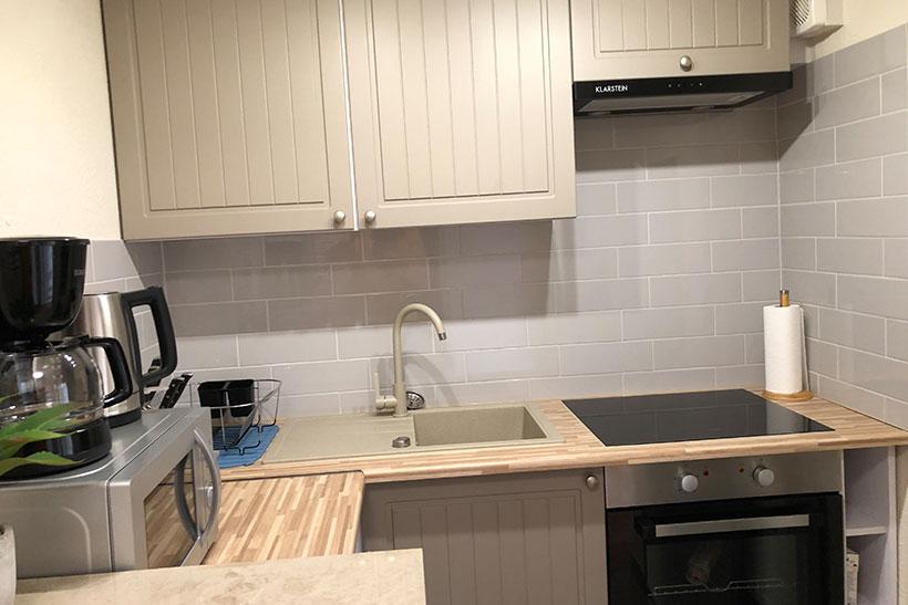 Küche - Monteurzimmer mit zwei Betten bei Michendorf