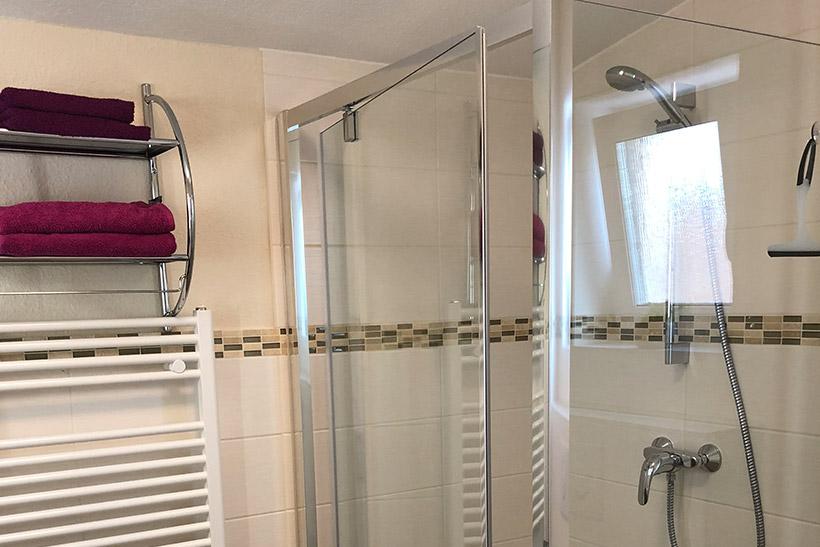 Bad - Zimmer 2 - Monteurzimmer mit zwei Betten bei Michendorf
