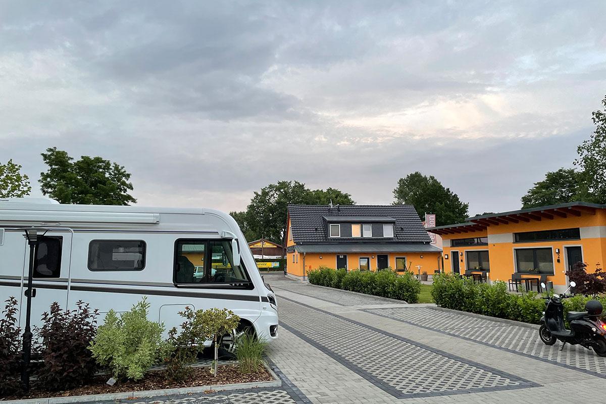Reisemobil / Wohnmobil Vermietung - KNAUS SUN I